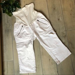 A pea in the pod white cargo Capri Jeans.